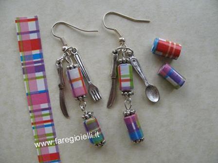 orecchini fatti con carta da regalo