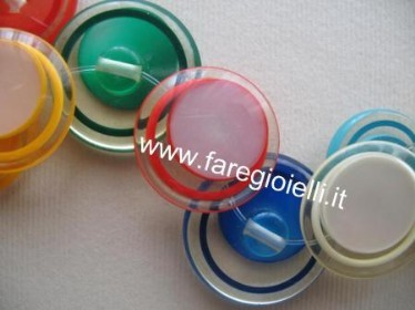 tutorial-braccialetto-fai-da-te-con--bottoni-ed-elastico
