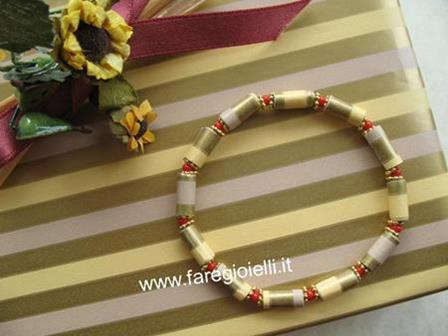 braccialetto-con-perle-di-carta-da-regalo