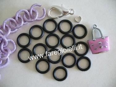 braccialetto-con-materiale-idraulico