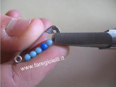 tutorial braccialetto con spille da balia