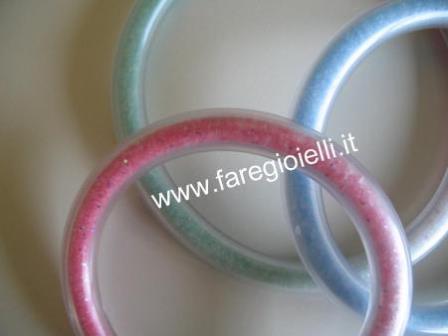 come fare braccialetti di plastica riempiti di sale