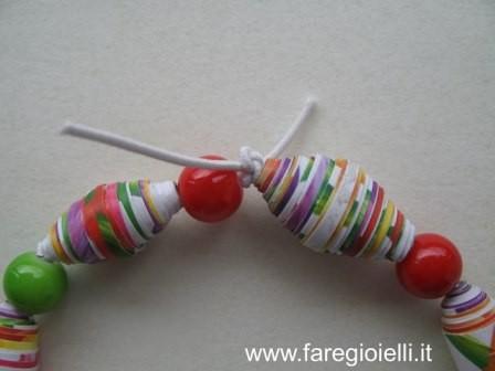 come fare braccialetti con elastici e perle di carta (2)