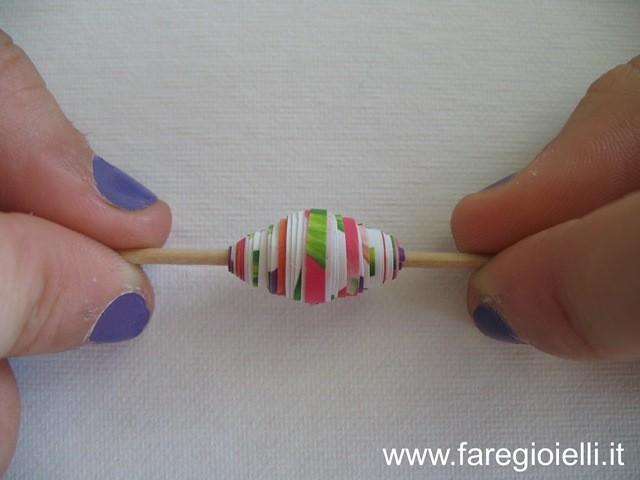 riciclo creativo come fare perle di carta