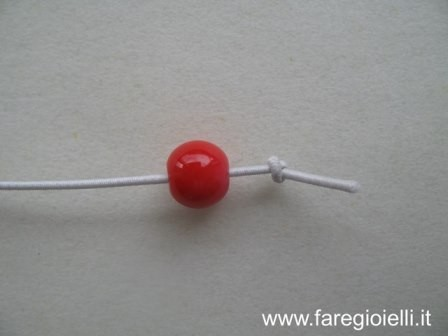 tutorial braccialetti con perle di carta ed elastici