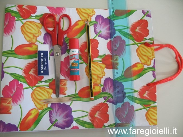 tutorial perle di carta con una borsa a fiori