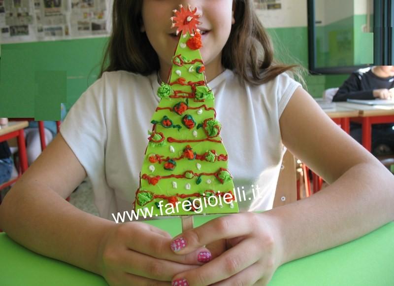 albero-natale-con-pasta-tattile