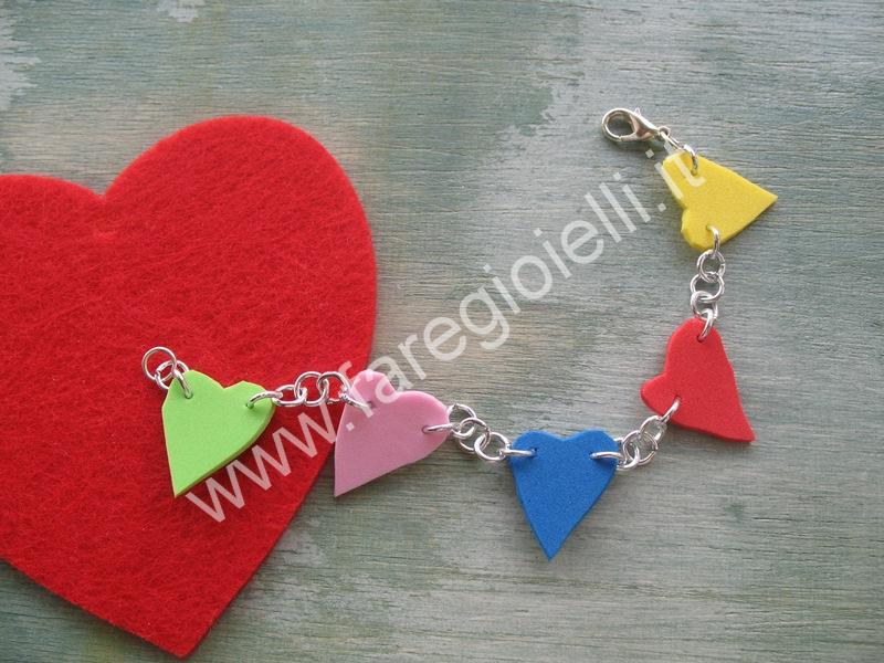 braccialetto-con-cuori-di-gomma-N1