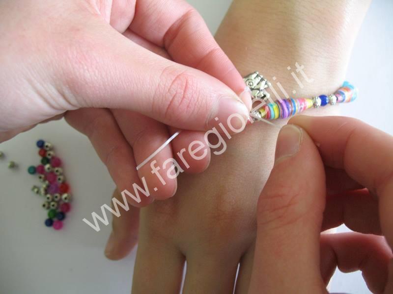 braccialetti-con-perle-di-carta-17-