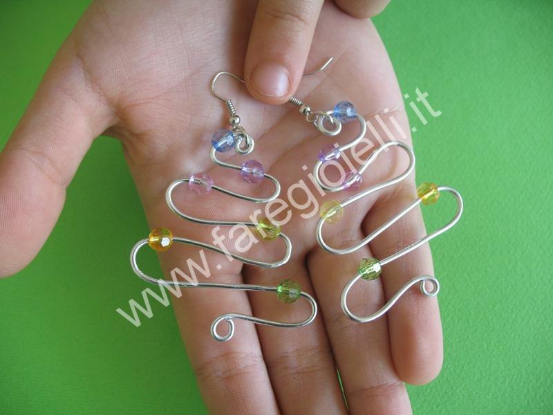 tutorial orecchini con fili metallici-14