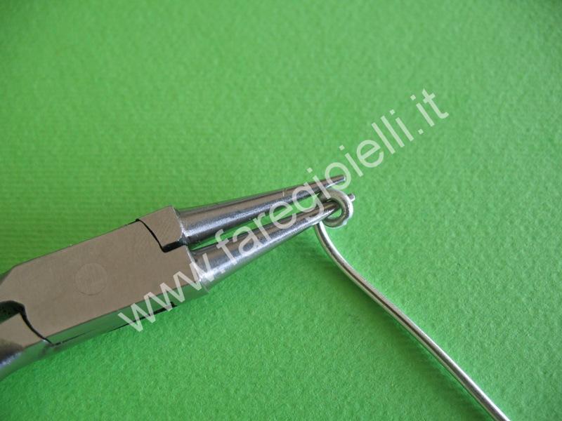 tutorial orecchini con fili metallici-4