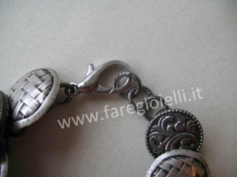 bracciali-fai-da-te-con-bottoni-17913